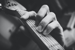 how to play-bar-chords-on-guitar